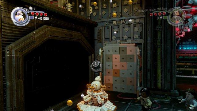 Aus den zerlegten Lego-Steinen baut ihr verschiedene Gerätschaften und Maschinen, in diesem Fall ein Katapult für BB-8, der danach auf die höhere Etage gelangen kann.