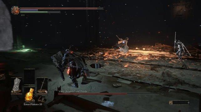 Vater Ariandel kommt in der zweiten Phase des Boss-Kampfes hinzu. Er fegt mit seinem Feuerkessel durch die Arena.
