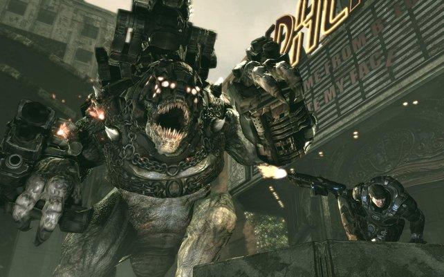 Schnell weg! Lasst den Brumak in Gears of War 3 bloß nicht zu dicht an euch rankommen.