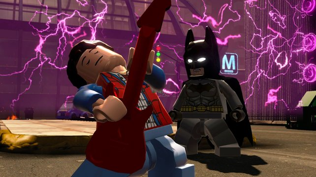 Von Marty McFlys Gitarrenkünsten scheint Batman nicht angetan zu sein.