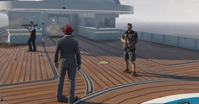 Als uns Gangsterboss Pascal seine Luxus-Yacht zeigt, erhalten wir Besuch von Griefern. Der Bodyguard darf allerdings Pause machen, sein Boss kümmert sich lieber selbst um das Problem.