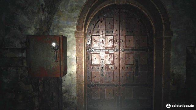 Um aus dem Gewölbe zu entkommen, müsst ihr diese Box öffnen. Ihr findet keinen Schlüssel, sondern braucht einen Dietrich.