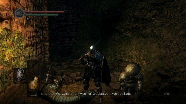 Den Zwiebelkopf Siegmeyer, der vorher vor Sens Festung saß, trefft ihr später neben der Rollrampe mit dem Felsbrocken. Seid vorsichtig bei den Echsen neben ihm.