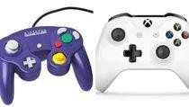 Fan spielt Nintendo Switch mit Hybrid-Controller