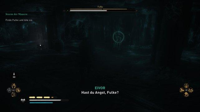 Fulke zieht sich in die Dunkelheit zurück. Ihr könnt sie aufspüren, indem ihr Odins Sicht, euren Bogen oder eine Fackel nutzt.