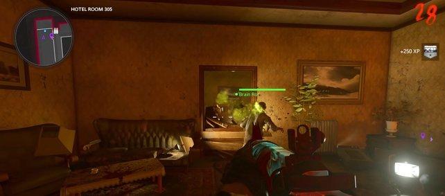 Hinter dieser Tür liegt ein Untoter auf dem Bett, dem ihr die Hände für Klaus entnehmt.