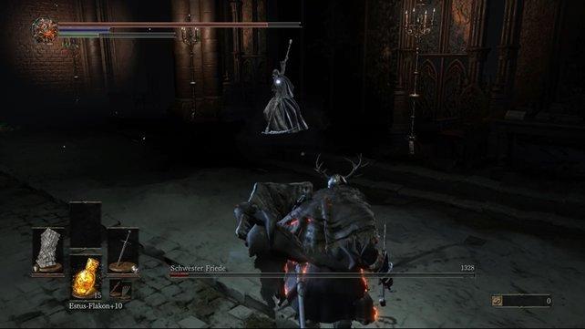In Dark Souls 3: Ashes of Ariandel müsst ihr Schwester Friede besiegen. Sie greift mit ihrer Sense an.