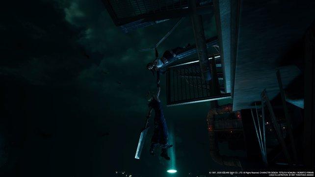 Gerade als es aussieht, dass Clouds letztes Stündchen geschlagen hat, kommt Tifa und hält ihn fest, bevor er in die Tiefe stürzt.
