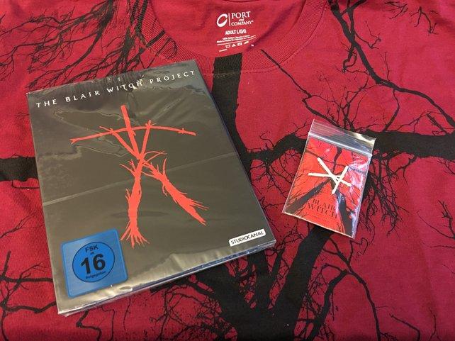 Blair Witch Project auf Blu-ray mit T-Shirt und Anhänger.