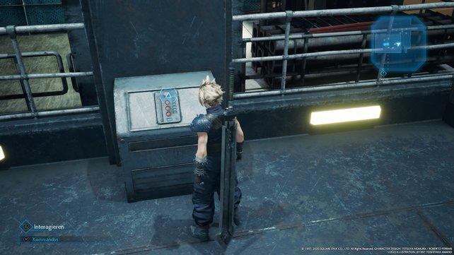 Ihr müsst nun die Tür des mit Strom versorgten Fahrstuhls zunächst öffnen und danach müsst ihr diesen aktivieren.