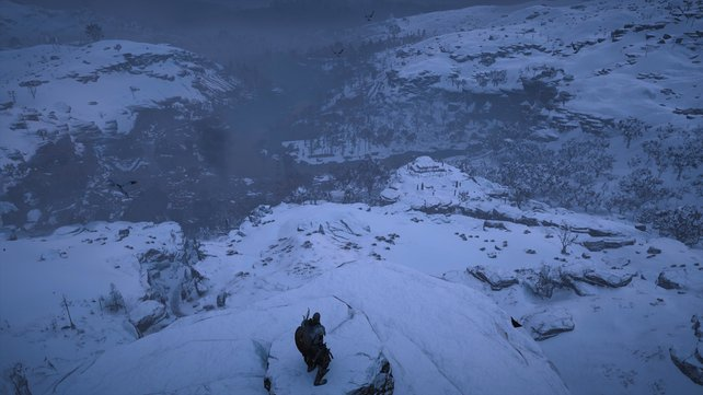 """Die Seherin rät Eivor, den """"Schlummernden Jötun"""" zu erklimmen, um auf dem Gipfel in sich zu gehen und die Götter zu hören."""