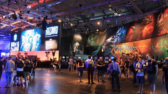 Neben einer Armada an Spielstationen lockt auch ein gefülltes Bühnenprogramm mit Wettbewerben und Shows.