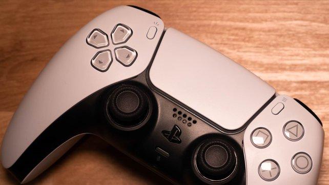 Der Controller der PS5 scheint selbst den Xbox-Chef zu begeistert. (Bild: GIGA)