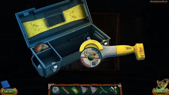 Holt den Koffer mit dem Winkelschneider heraus, um anschließend alle Einzelteile zusammenzusetzen.