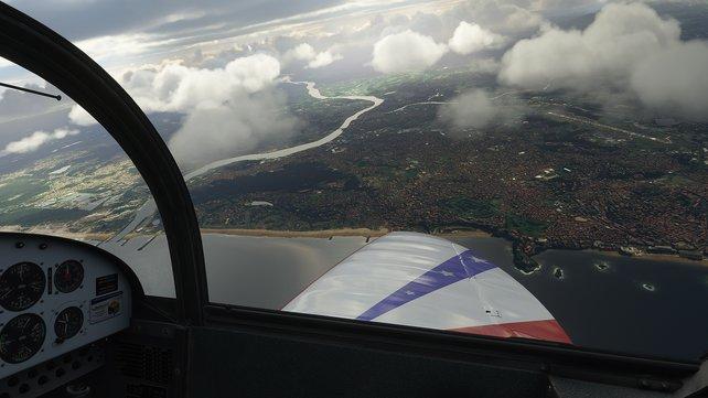 Spektakuläre Aussichten aus dem Cockpit gehören beim Flight Simulator einfach dazu. Achtet aber auf aufziehende Stürme und Wetterfronten.