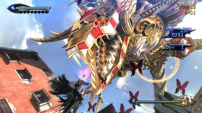 Immer wieder greifen riesige mechanische Engelwesen Bayonetta an.