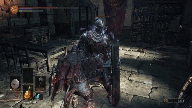 Dieser Lothric-Ritter versperrt euch den Weg.