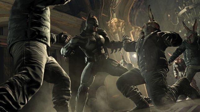 Batman gibt Schlägern mit Hasenmaske eins hinter die Löffel.