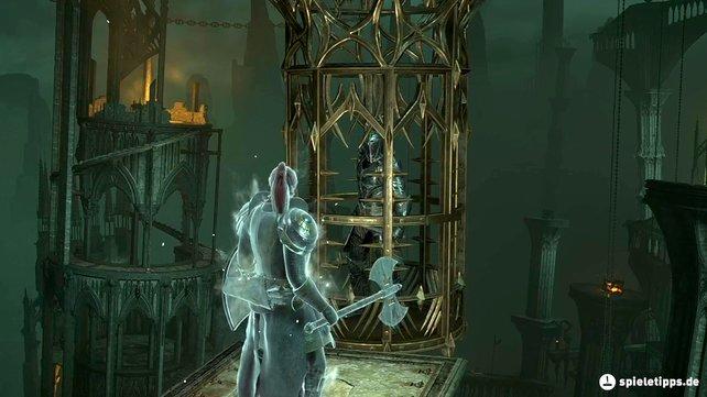 Hier seht ihr Yurt, den NPC-Killer, in seinem Käfig bei Demon's Souls (PS5) gefangen.