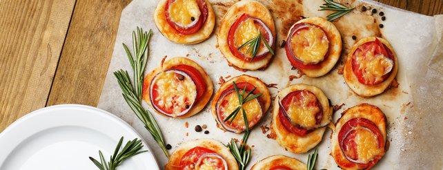 Belegt die Pizzen ganz so wie ihr es mögt - aber probiert dabei doch mal was Neues.