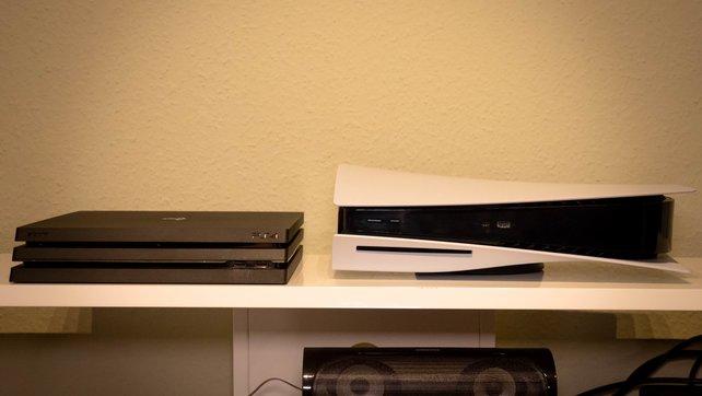 Hier der direkte Größenvergleich zwischen einer PS4 Pro und der PS5.
