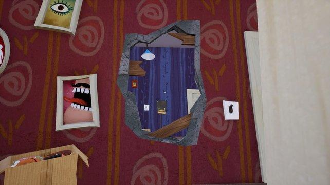 Im Nachbarhaus hängen unzählige, oft schräge Bilder. Hinter manchen Gemälden verbergen sich geheime Schalter, andere verdecken Durchgänge.