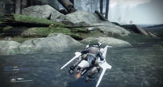 Mit L2/LT beschleunigt ihr den Sparrow in Destiny 2.