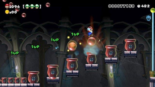 Über die Kanonen hüpft Mario dem Ziel entgegen.