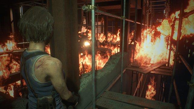 Lodernde Flammen, aufwändige Beleuchtung: Die Grafik von RE3 Remake bleibt stets flüssig.