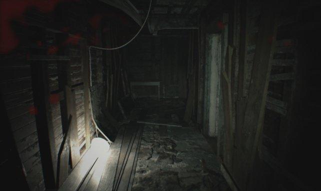 Im Zimmer rechts findet sich eine Pistole!