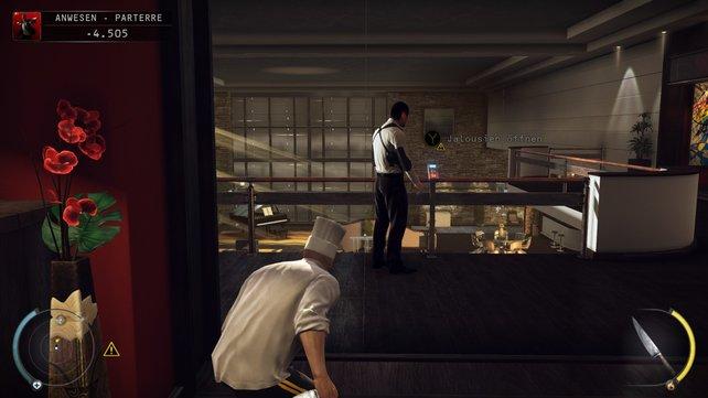 Wer dem Sicherheitschef nicht anderweitig die Schlüsselkarte abnimmt, kann ihm mit dem Anheben der Jalousien nach oben locken.
