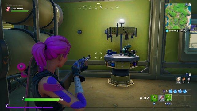 Das ist eine Werkbank, an der ihr eure Waffe verbessern könnt.