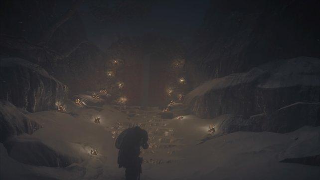 In der Vision erblickt Eivor das Tor zu Odins Halle, dahinter aber wartet kein Fest, sondern der Schrecken.