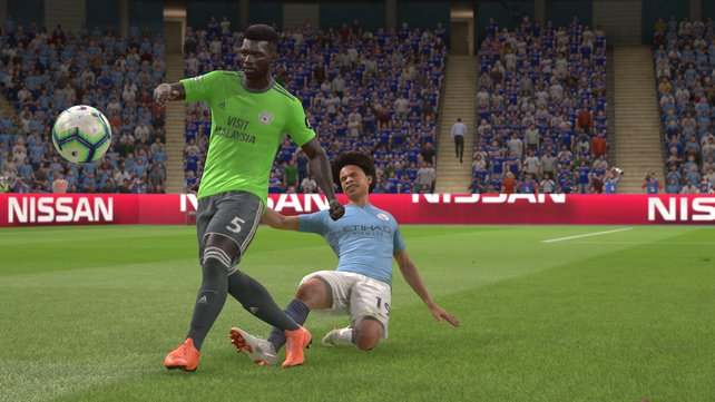 Die Grätschen in FIFA 19 sind ein Schwachpunkt des Spiels. Häufig setzen sich die Spieler eher auf ihren Hosenboden.