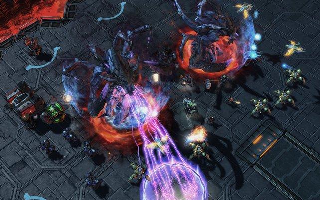 Mit gemeinsamen Kräften vernichtet ihr die üblen Hybriden. Die Koop-Missionen sind teils sehr knackig.