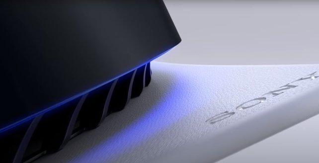 Die besondere Oberfläche der PS5 ist ein echter Hingucker.