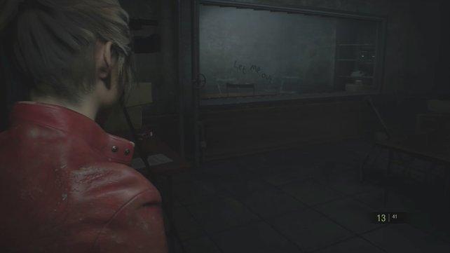 Sobald ihr das Kästchen mit Claire einsammelt, kracht ein Licker durch die Scheibe.