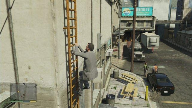 Über die Leiter kommt man auf das Dach.