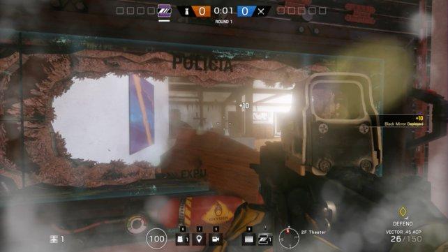 Miras Spezialfähigkeit: Mira kann eine kugelsichere Glasscheibe in Wänden platzieren. Das bringt eine Aussicht für Verteidiger. Angreifer sehen von der anderen Seite eine schwarze Fläche.