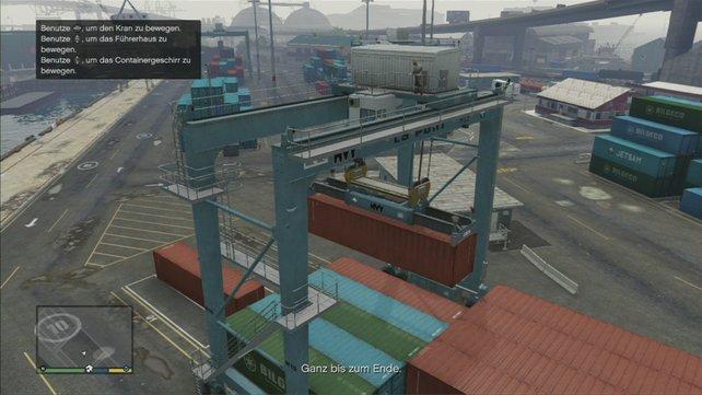 Hier müsst ihr zwei Container verladen.