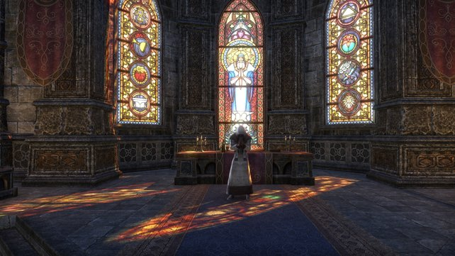 Lichteinfall durch Buntglasscheiben trägt stark zur Atmosphäre im Spiel bei.