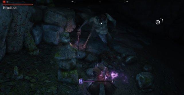 Solange euer Schwert violett leuchtet, könnt ihr den Kopflosen Schaden zufügen.