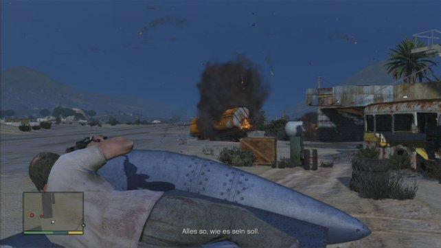 Auf der Tragfläche liegend muss Trevor die Gegner um das Flugzeug herum ausschalten.