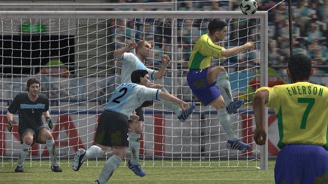 Fast wie im echten Leben: Der Spielablauf versucht, dem richtigen Fußball so nahe wie möglich zu kommen.