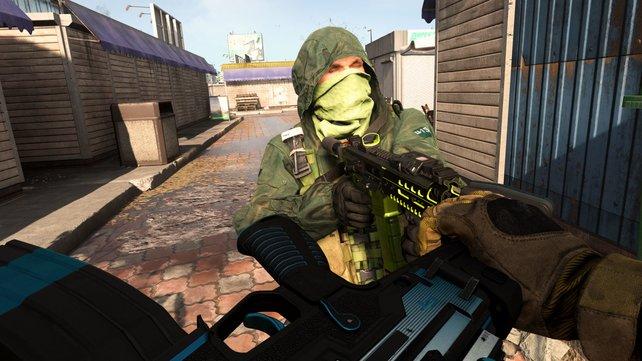 Warum schießen, wenn ihr in CoD: Warzone auch knüppeln könnt.