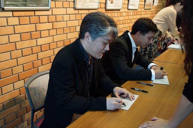 Autogrammstunde der beiden Künstler.