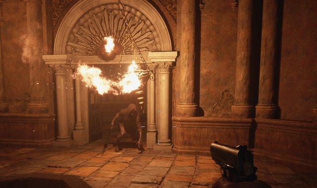 Lasst die Moroaica entweder selbst in die Flammen laufen oder schießt die hängende Feuerschale in ihre Richtung.