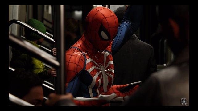 Schnellreise in Manhattan? Da nimmt ein Superheld schon mal die U-Bahn. Spider-Man versteht sich auf eher stillen, charmanten Humor.