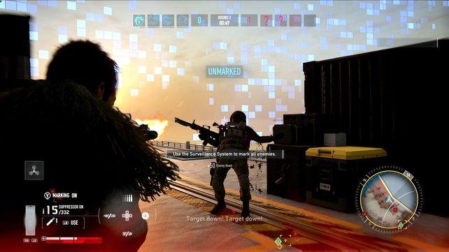 Angriff: Während wir im Vordergrund den Gegner bekämpfen, seht ihr wie im Elimination-Modus die Spielwelt immer kleiner wird.