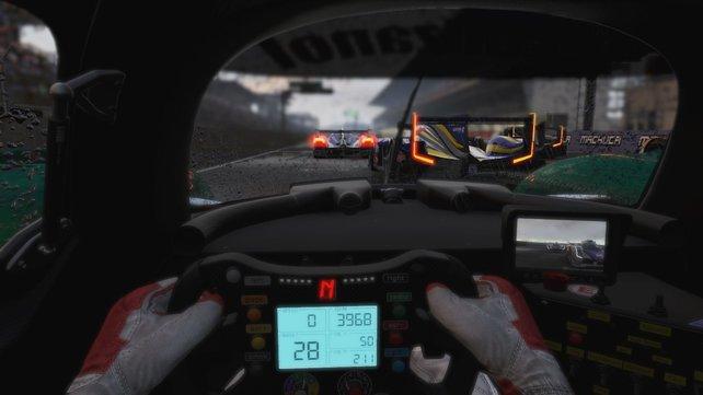 Echte Rennstimmung kommt in der Cockpitsicht auf, ein Lenkrad ist für das Spiel ratsam.